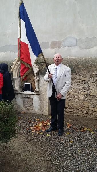 13 Lucien Porte drapeau
